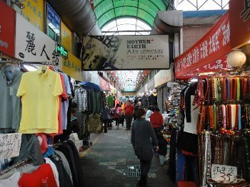 Foreign trade clothing mart
