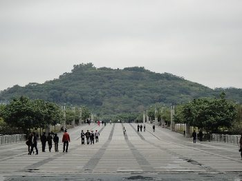 The Lianhua mountain footbridge to the Civic Center.