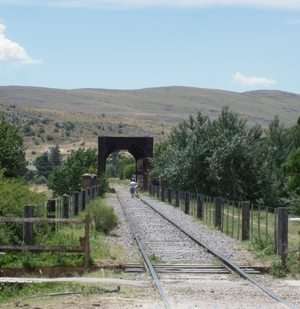 Sierra train tracks in Argentina. Lydia Carey photos.