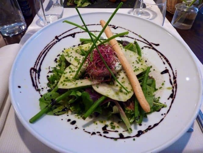 Green salad at a fancy Paris restaurant. Tom Reeves photos.