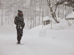 Togakushi, Japan: Tom tries to find the road buried under fresh snow.