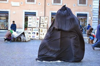 You might have seen this trick on the streets of Rome.