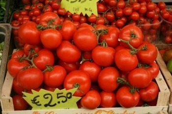 Tomatoes are so sweet in Mercato Testaccio market, Romans eat them like apples.