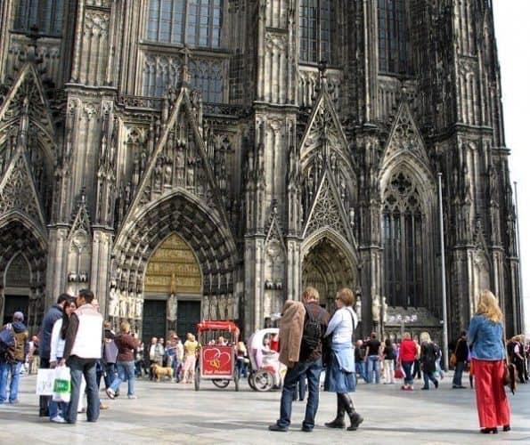 Tourists in front of the big cathedral in Cologne. Susan McKee photo.