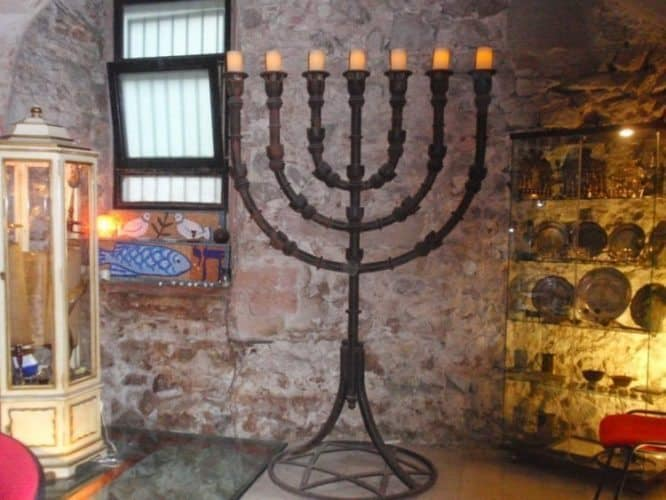 Synogogue leuchter.
