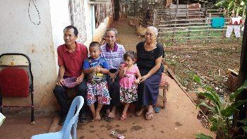 People in a village in Thailand. Bill Reger-Nash photo.