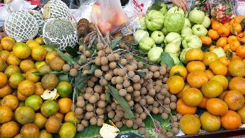 Thai market vegetables and fruits. Bill Reger-Nash photo.