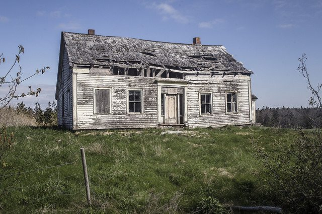 An abandoned building on the way to Brier Island.