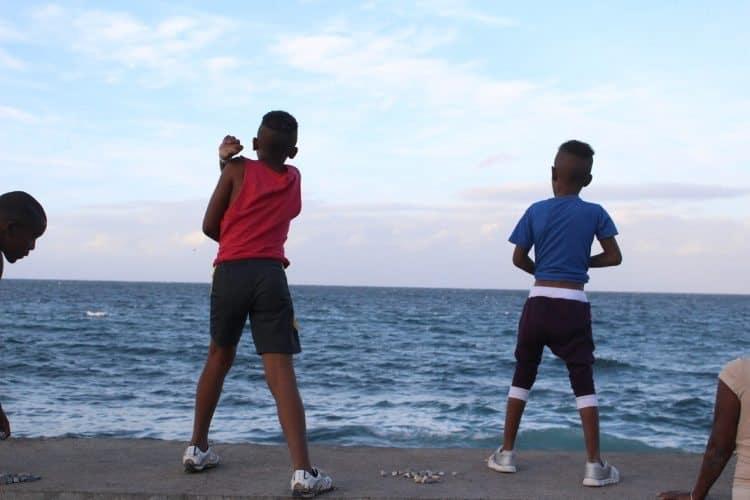 Kids on the beach in Havana. Daniel Maldonado photos.