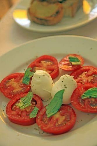 A perfect fresh Caprise salad at an Amalfi pizza spot. Janis Turk photo.