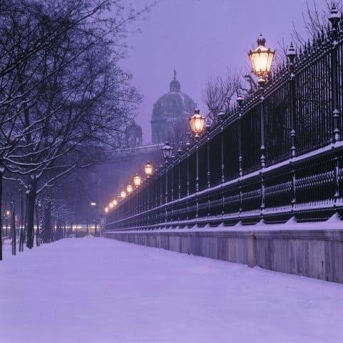 Ringstrasse near Parliament in Vienna in winter. Österreich Werbung/Grossauer Photos.