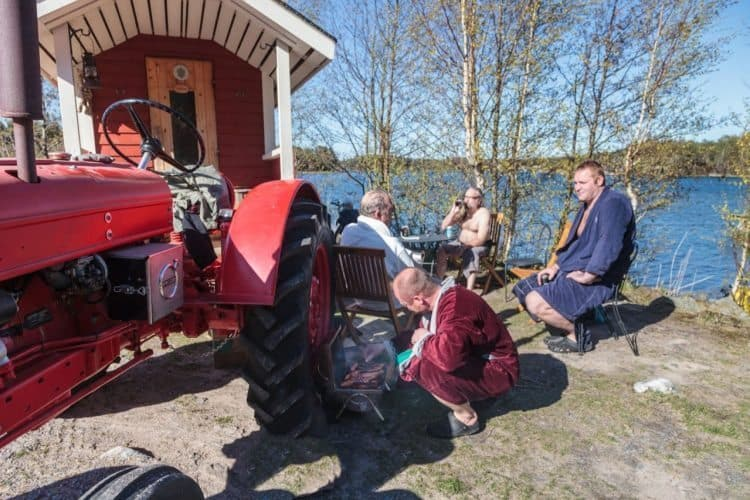 portable sauna in Hanko cooking sausages and drinking beer