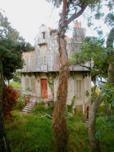 Dilapadated mansion on Buyukada