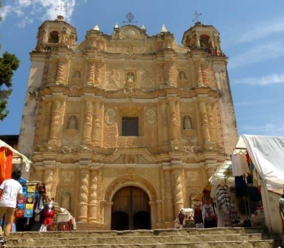 Mercado de Artesanias and Templo de Santo Domingo