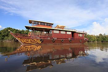 Borneo: Riding Down the River Rungan