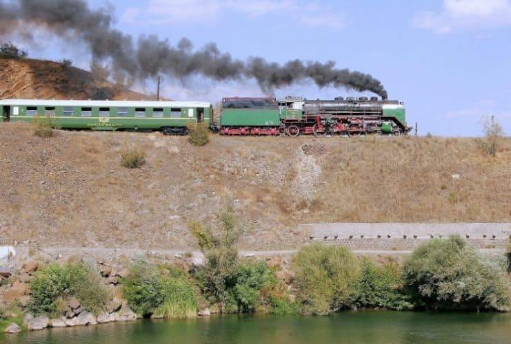 The chugging train.