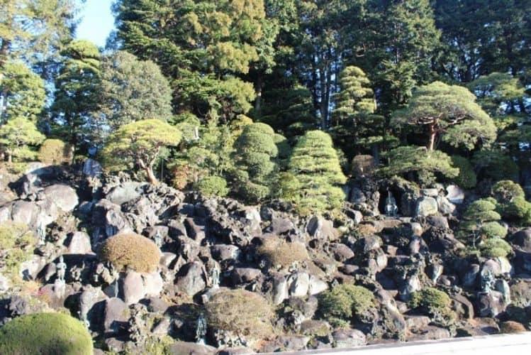 Topiary garden at Narita Temple.