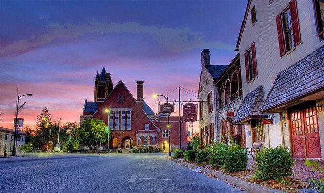 Downtown Bardstown Kentucky. GreatAmericanAdventure.net photo.