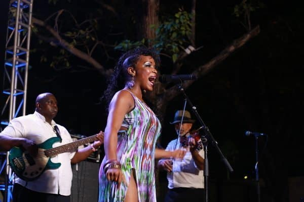 Kat Riggins tempts Curaçao with her blues-fusion. Bruce Northam photos.