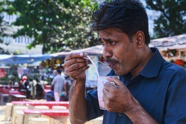 Juice and milkshake bars are common in Mumbai.