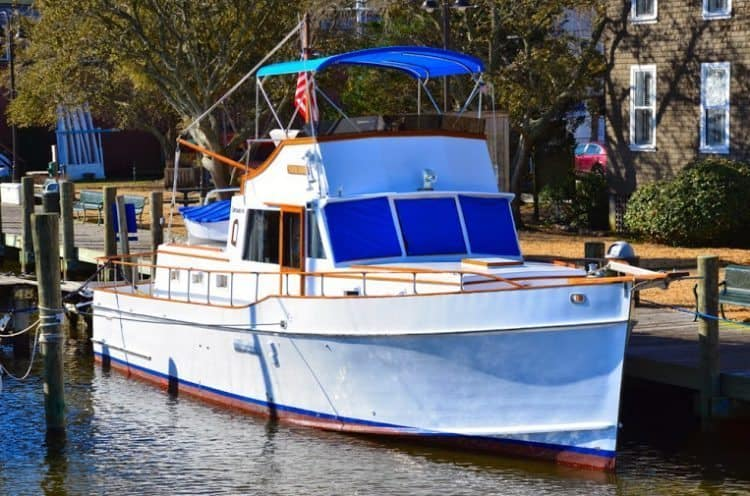The Starry Night, a yacht for rent where you can spend the night on the water in North Carolina's Outer Banks.The Starry Night, a yacht for rent where you can spend the night on the water in North Carolina's Outer Banks.