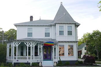 Provincetown, Cape Cod: a B & B With Savoir-faire!
