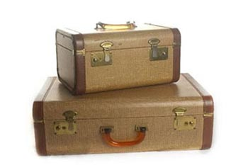 How to clean a vintage suitcase: restoring old suitcases.