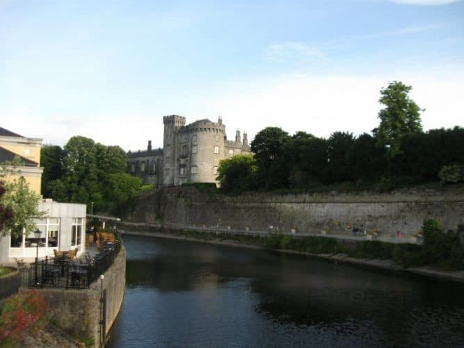 The River Nore runs through the town of Kilkenny and visitors can canoe past the town and the castle with local guides at GoWiththeFlow.