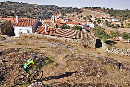 The village of Castelo Mendo