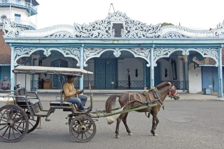 A horse pulled carriage to get around Solo, in central Java. One of the Kratons.
