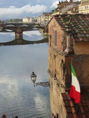 florence-bridge-with-italian-flag