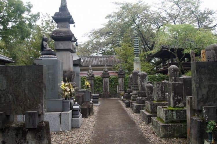 In a courtyard in Saitama, statues of 500 monks sit forever.