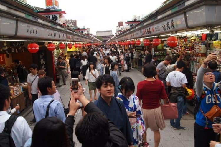 Sunday at the Asakusa Temple in Tokyo. The nearby Sens?-ji is the oldest temple in Japan.