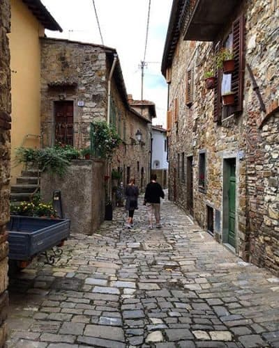Exploring small towns in Tuscany. Photo by Travel Italian Style.