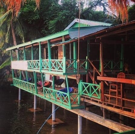 Arcadia Backpackers has 3 km of tubing on the river and rooms overlooking the water.