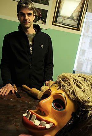 Mask carver Vid Prezilj and Flaxman, the oldest mask.