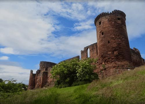 Bothwell Castle's curtain wall facing the slope leading to the banks of the River Clyde.