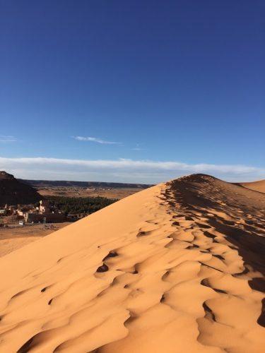 The striking beauty of the vast desert of Algeria. Tuve Floden.