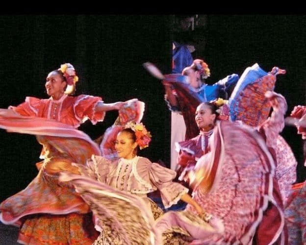 University of Guanajuato's Folkloric Ballet Dick Davis photo.