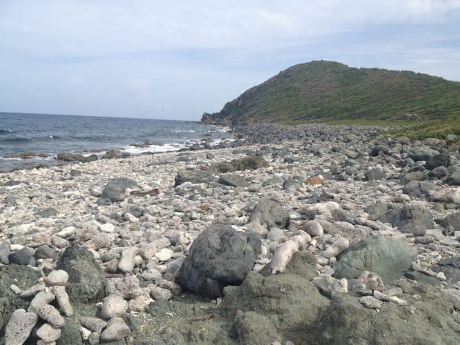 Drunk Bay is a non-swimming beach that offers a isolated spot for rock lovers. Rock art is arranged by visitors as a tradition.