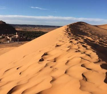 The striking beauty of the vast desert of Algeria. Tuve Floden.