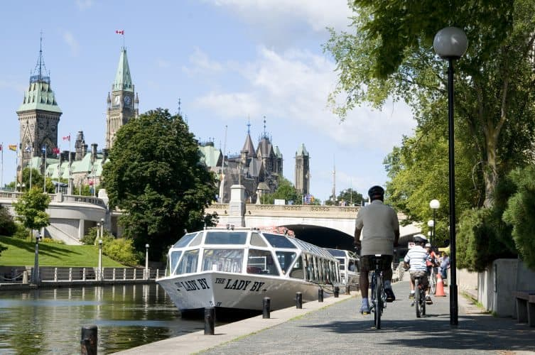 The Rideau Canal is a UNESCO World Heritage Site and offers countless outdoor activities, both on land and on water.
