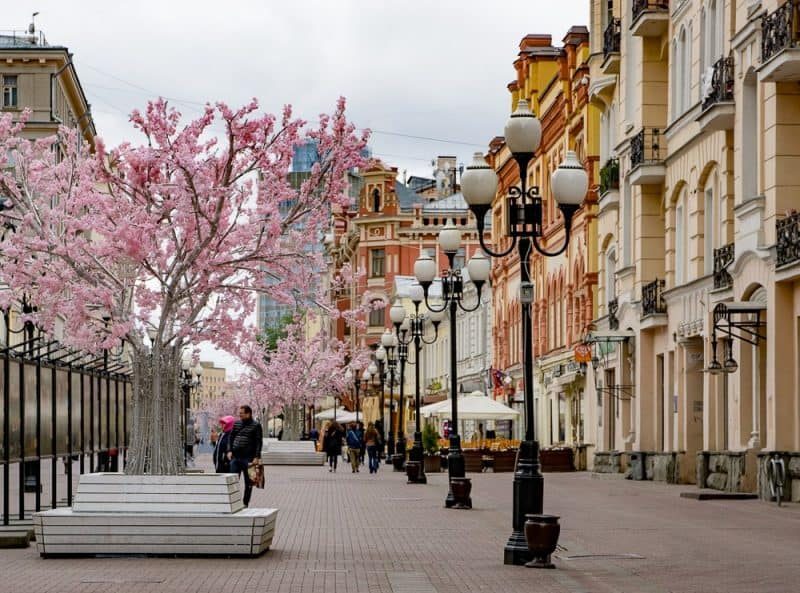 The most famous street in Moscow is Old Arbat, once the hangout of nobility, poets and artists. It was turned into a pedestrian street in the 1980s, and today is a popular tourist attraction.