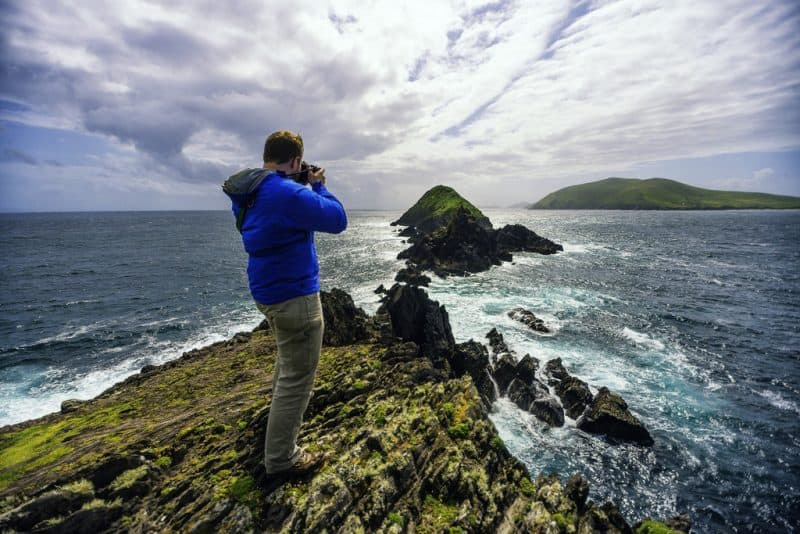 The author, Andy Castillo, taking pictures on the coast of the Dingle Peninsula. Image by Andres Dario Moral Neumane.