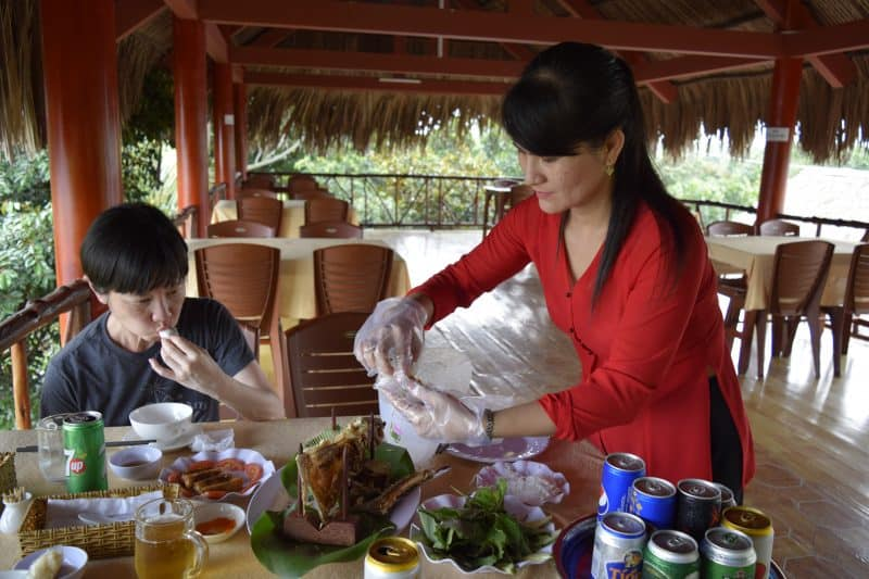 Linh Wraps Fish with Vermicelli in Rice Paper