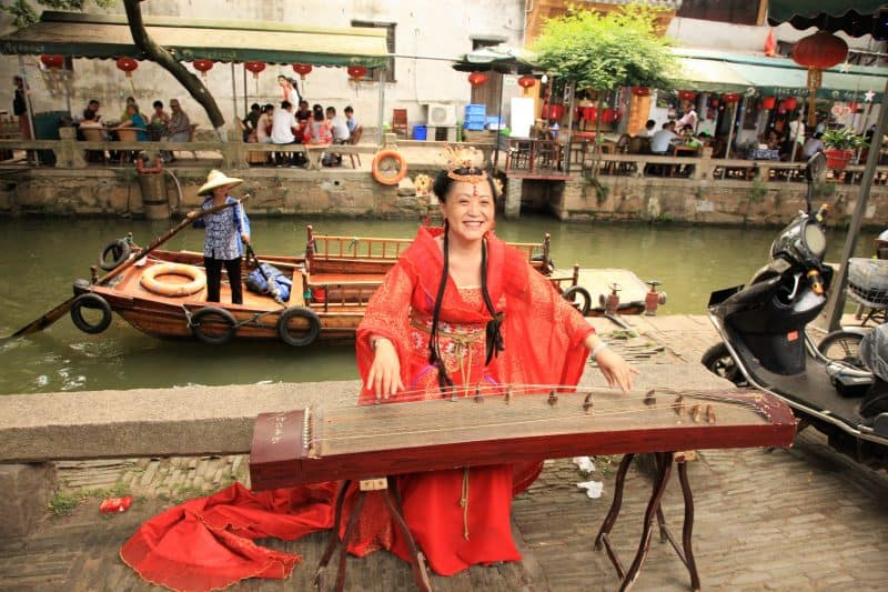 River Walk twin Tongli entertainer.