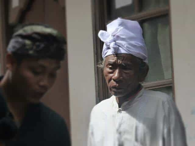 Elderly mangku (priest).