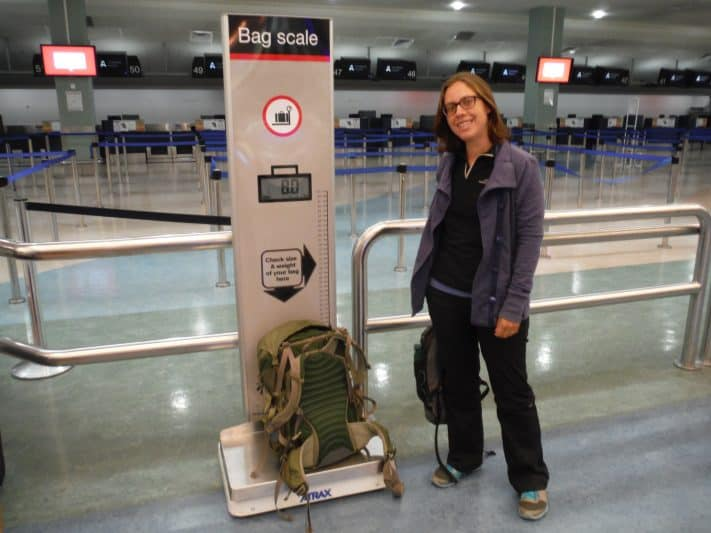 How much does a full suitcase weigh? How heavy is 23 kg? Here are some tips to avoid any unpleasant surprises at the airport. Veganhop photo.