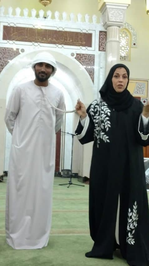 Describing traditional attire in Dubai's Jumeirah Mosque.