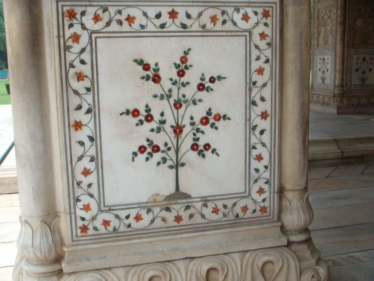 Floral pietra dura design on marble columns in the Diwan-i-Khaas at Red Fort